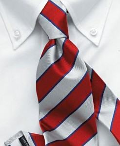 nó de gravata pequeno ou oriental