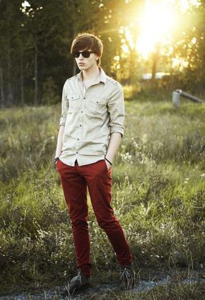 calça colorida vermelha homem