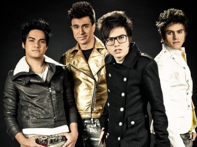 foto do novo estilo de roupas da banda restart
