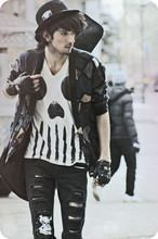 foto calça preta rasgada