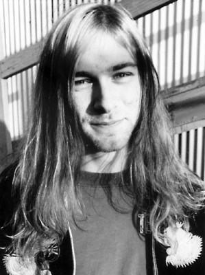 foto homem de cabelo grande