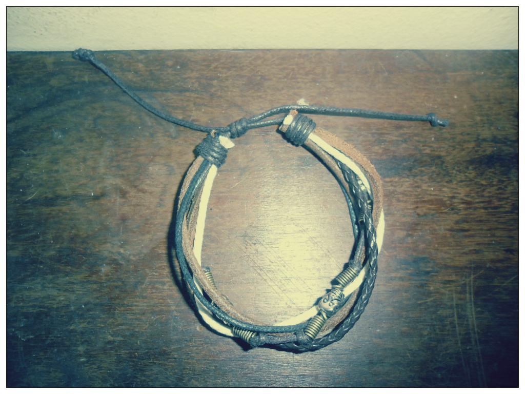 bracelete de couro 2.jpg