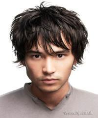 cabelo desfiado e com franja masculino
