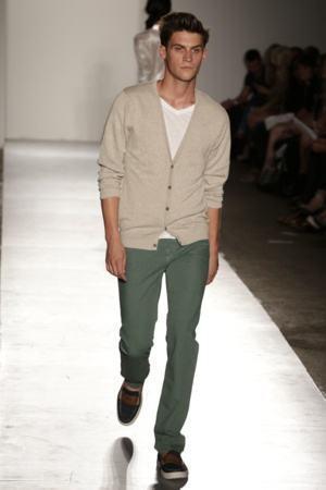 como usar calça verde exército