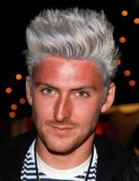 cabelo platinado cinza homem