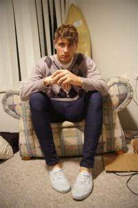suéter argyle com camisa