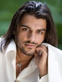 cabelo no ombro masculino