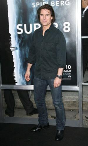 camisa social preta com bolso e calça jeans