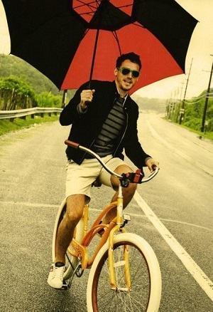 guarda chuva vermelho homem