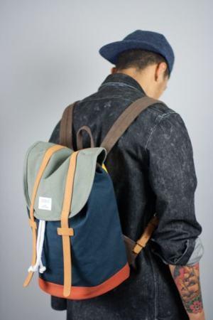 mochila de lona verde