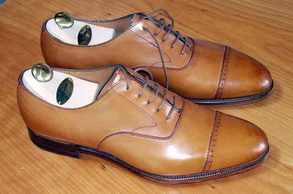 um quarto brogue sapato