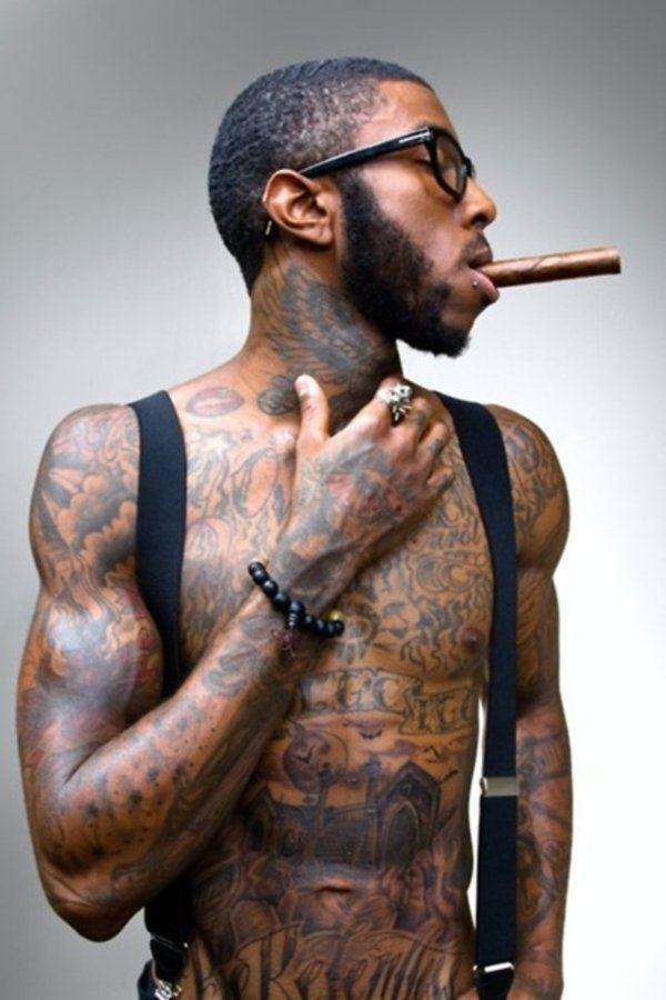 tatuagem peitoral em negros