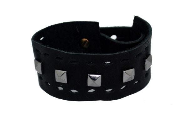 pulseira preta com tachas da Rowney -  R$ 40