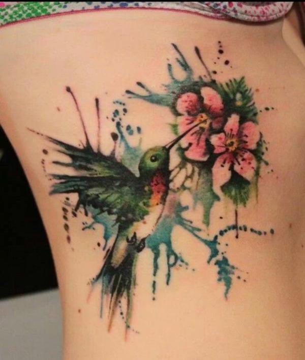 tatuagem aquarela beija flor