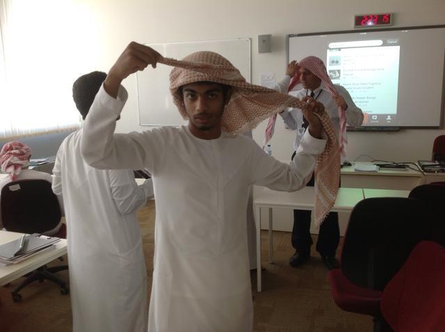 como amarrar lenço arabe na cabeça