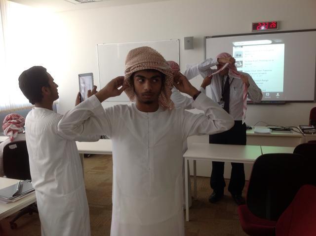 como colocar lenço arabe