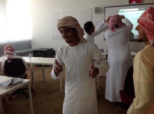 lenço arabe na cabeça